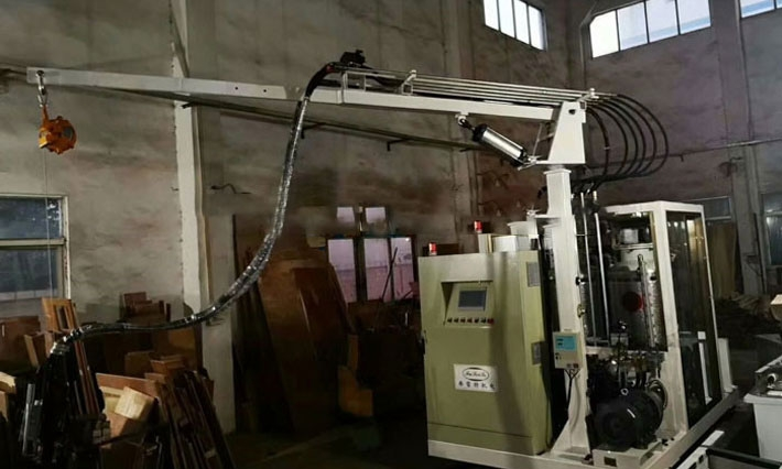 Refrigerator cyclopentane foaming machine
