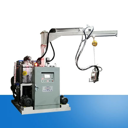 Soft foam self-crusting high pressure foaming machine