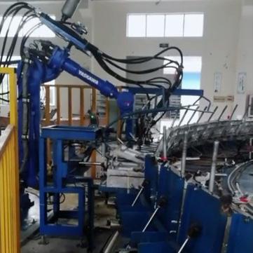 Polyurethane foaming equipment for slow rebound pillow manipulator