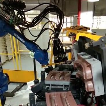 Auto handrail self-skinning polyurethane foaming machine equipment